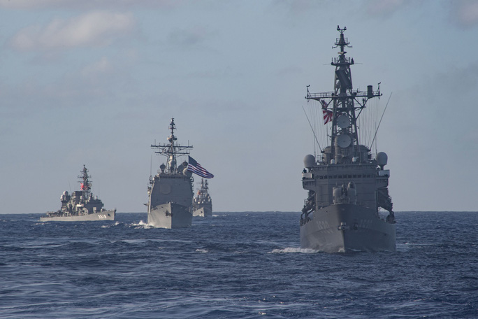 Tàu sân bay Mỹ tập trận rầm rộ với hải quân Nhật - Ảnh 1.