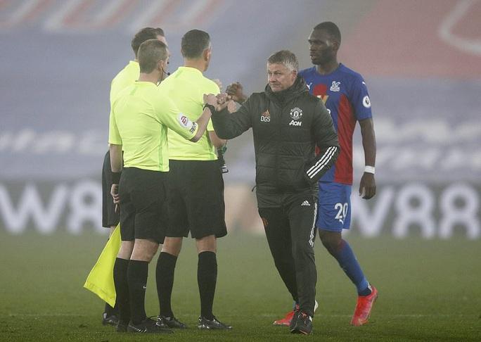 Chia điểm Crystal Palace, Man United hết cửa đua vô địch Ngoại hạng Anh - Ảnh 1.