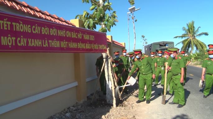 CLIP: Hưởng ứng lời kêu gọi của Thủ tướng, trại giam ở Cà Mau trồng hơn 10.000 cây xanh - Ảnh 4.