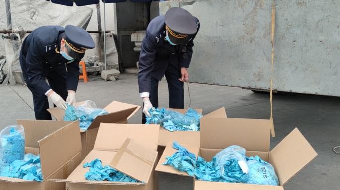 Khởi tố vụ doanh nghiệp nhập khẩu gần 6 tấn găng tay đã qua sử dụng - Ảnh 2.