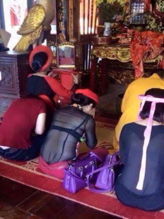 Dân mạng lùng sục cô gái thoát y, quỳ lạy trước chùa - Ảnh 9.