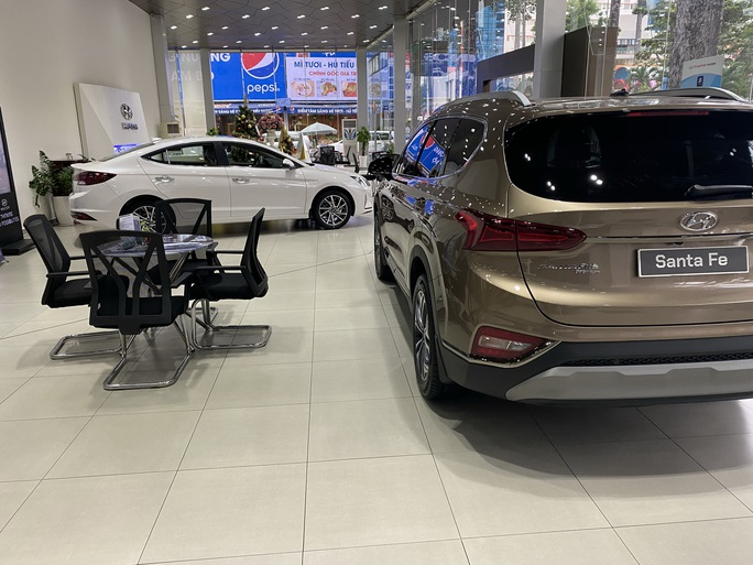 Ôtô nhập khẩu giảm liên tục - Ảnh 1.