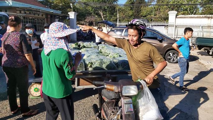 Trong 24 giờ, người dân Bà Rịa - Vũng Tàu giải cứu gần 60 tấn nông sản Hải Dương - Ảnh 5.