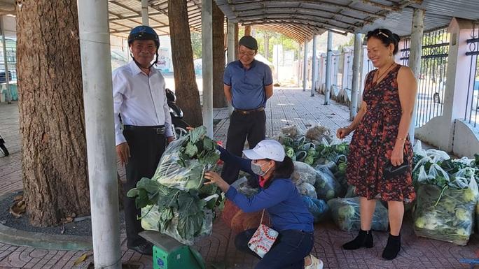 Trong 24 giờ, người dân Bà Rịa - Vũng Tàu giải cứu gần 60 tấn nông sản Hải Dương - Ảnh 2.