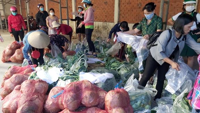 Trong 24 giờ, người dân Bà Rịa - Vũng Tàu giải cứu gần 60 tấn nông sản Hải Dương - Ảnh 1.