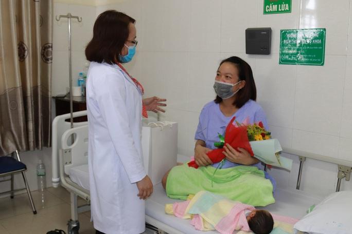 Chào đón em bé thứ 90.000, bệnh viện Thiện Hạnh miễn viện phí cho sản phụ - Ảnh 4.