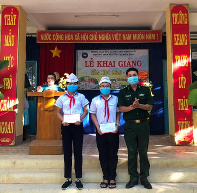 Lực lượng biên phòng Ninh Thuận chắp cánh ước mơ từ biên giới biển - Ảnh 2.