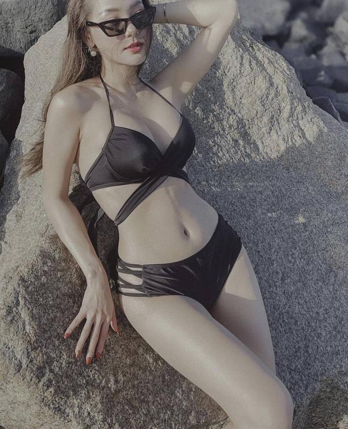 Minh Hằng khoe nhan sắc quyến rũ với bikini - Ảnh 1.
