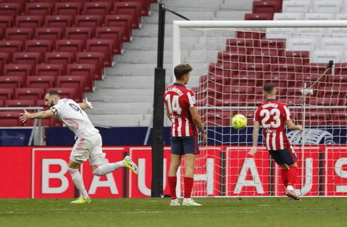 Benzema cứu Real Madrid, Atletico nợ chồng chất trận derby thủ đô - Ảnh 6.