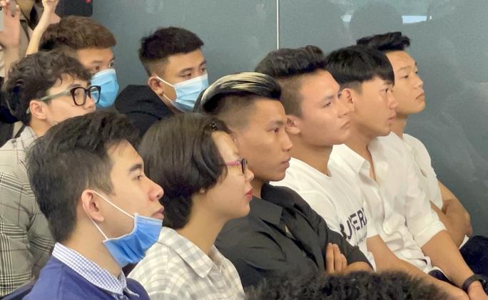 Quang Hải chấn thương phải bỏ tập, bác sĩ Choi đề nghị thăm khám - Ảnh 3.