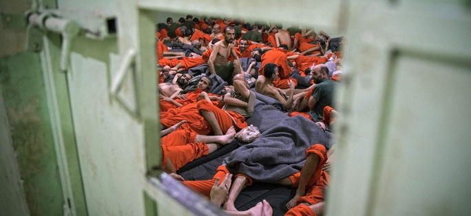 Tướng Anh tiết lộ số phận hàng ngàn tù nhân IS ở Syria - Ảnh 1.