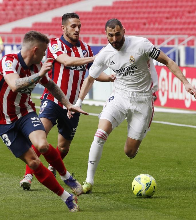 Benzema cứu Real Madrid, Atletico nợ chồng chất trận derby thủ đô - Ảnh 5.