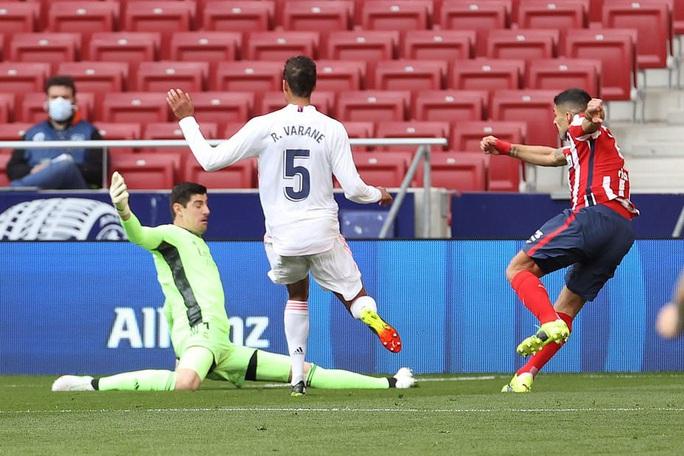 Benzema cứu Real Madrid, Atletico nợ chồng chất trận derby thủ đô - Ảnh 3.