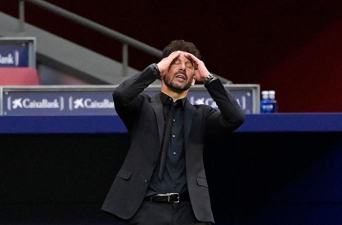 Benzema cứu Real Madrid, Atletico nợ chồng chất trận derby thủ đô - Ảnh 1.