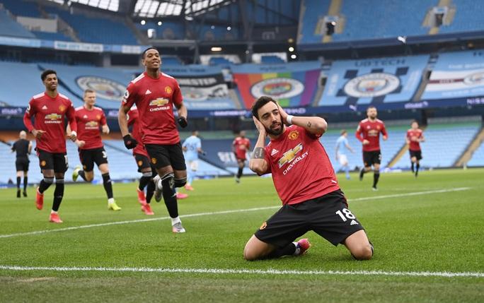 Man United bùng nổ trận derby, thắng sốc chủ nhà Man City - Ảnh 3.