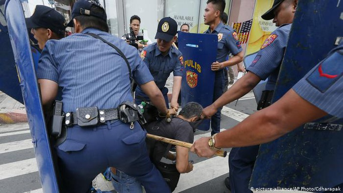 Cảnh sát Philippines giết nhầm thị trưởng và 2 trợ lý - Ảnh 1.