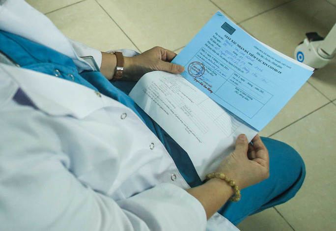 CLIP: 30 nhân viên y tế đầu tiên tại Bệnh viện Thanh Nhàn được tiêm vắc-xin Covid-19 - Ảnh 15.