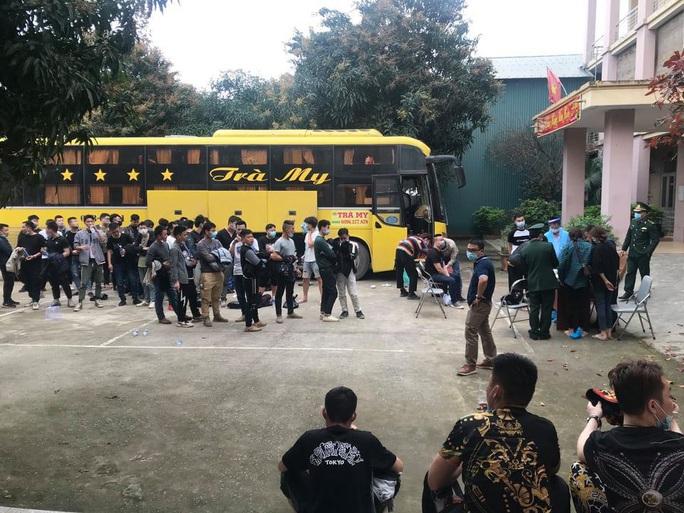 Xe khách chở 53 người Trung Quốc nghi nhập cảnh trái phép - Ảnh 2.
