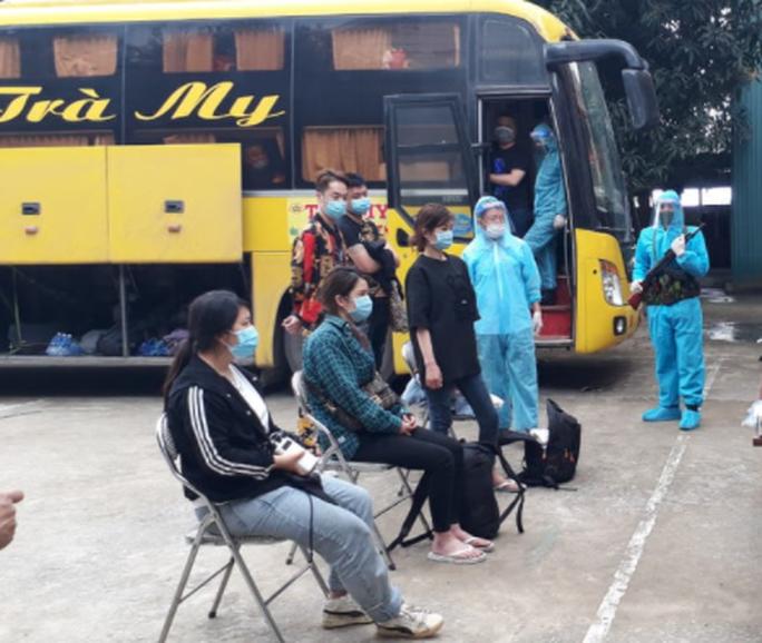 Xe khách chở 53 người Trung Quốc nghi nhập cảnh trái phép - Ảnh 4.