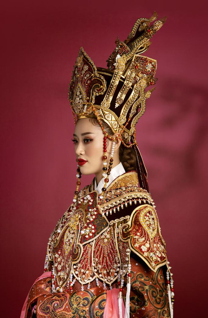 Hoa hậu Khánh Vân hoá thân thành Thái hậu Dương Vân Nga - Ảnh 6.