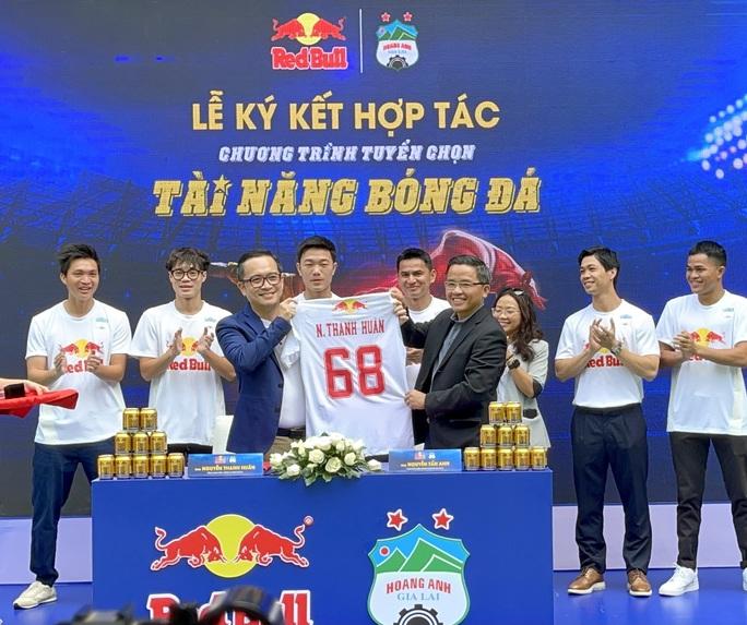 Xuân Trường phiên dịch cho HLV Kiatisak, Công Phượng trải lòng về mục tiêu V-League 2021 - Ảnh 4.