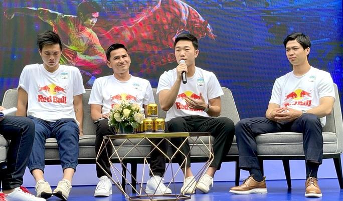 Xuân Trường phiên dịch cho HLV Kiatisak, Công Phượng trải lòng về mục tiêu V-League 2021 - Ảnh 3.