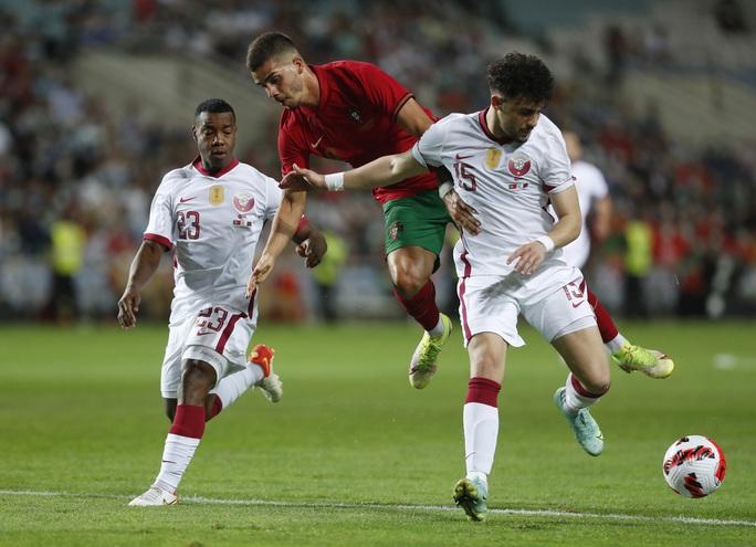 Ronaldo vượt Ramos số trận ra sân, nối dài kỷ lục bàn thắng - Ảnh 1.