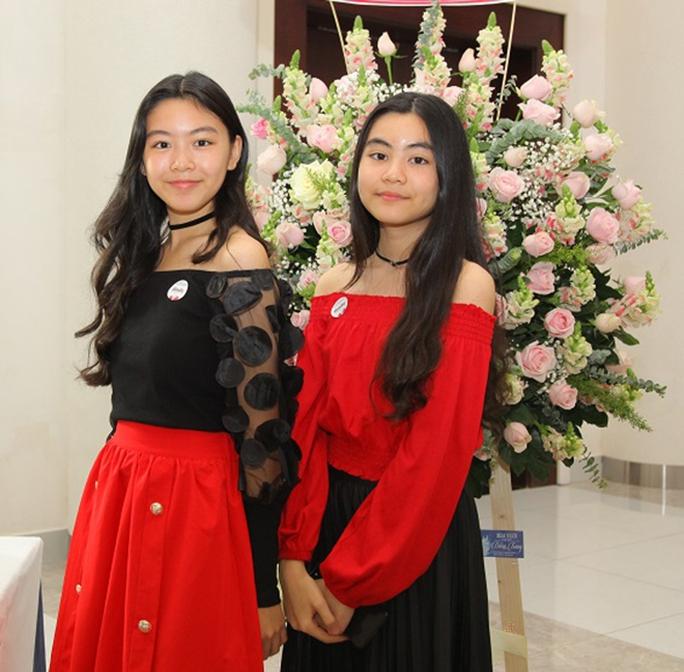 Ngoài 2 công chúa xinh đẹp, Quyền Linh còn có 3 con gái nuôi - Ảnh 1.