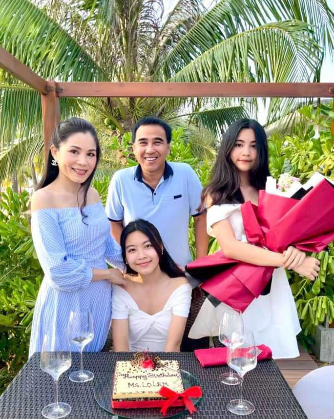 Ngoài 2 công chúa xinh đẹp, Quyền Linh còn có 3 con gái nuôi - Ảnh 3.