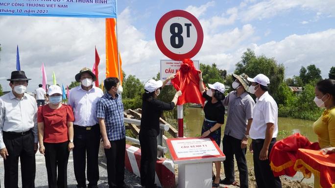 Khánh thành 15 công trình giao thông nông thôn tại vùng biên giới Long An - Ảnh 2.