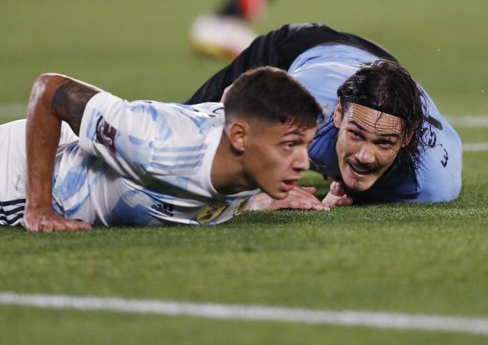Lionel Messi lập kỷ lục Nam Mỹ, Argentina bám sát kình địch Brazil - Ảnh 5.