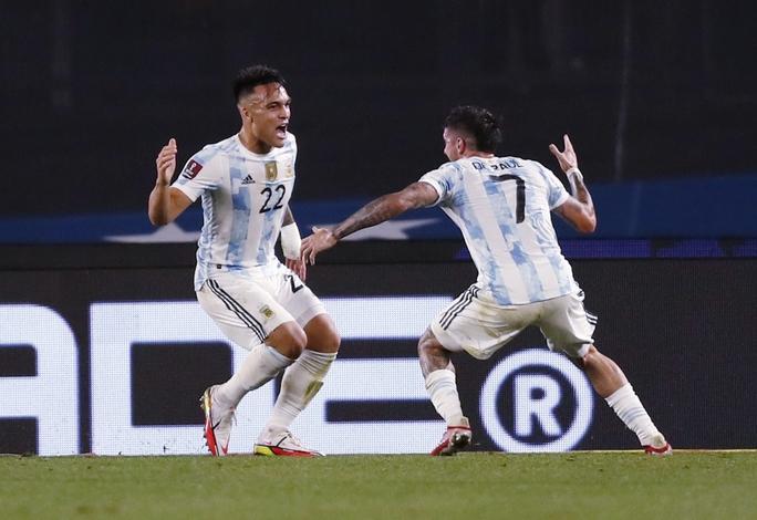 Lionel Messi lập kỷ lục Nam Mỹ, Argentina bám sát kình địch Brazil - Ảnh 4.