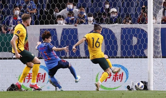 Đánh bại tuyển Úc, Nhật Bản lọt Top 3 bảng B - Ảnh 8.