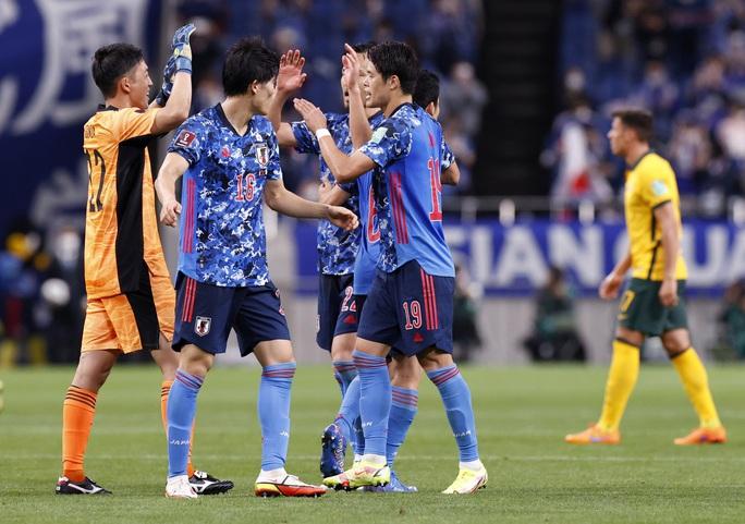 Đánh bại tuyển Úc, Nhật Bản lọt Top 3 bảng B - Ảnh 6.