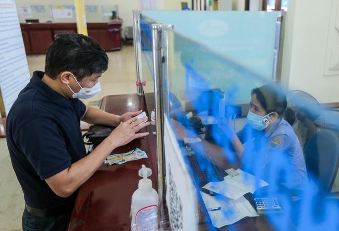 CLIP: Ngày đầu tiên mở bán vé tàu tuyến Bắc-Nam và Hà Nội-Hải Phòng - Ảnh 6.