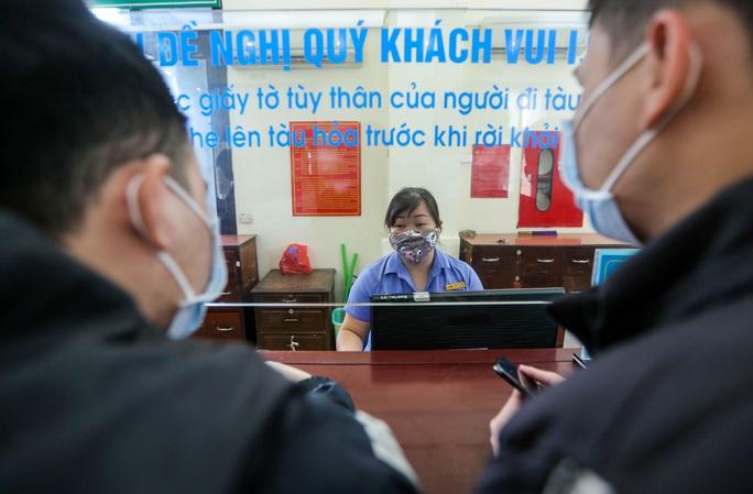 CLIP: Ngày đầu tiên mở bán vé tàu tuyến Bắc-Nam và Hà Nội-Hải Phòng - Ảnh 7.