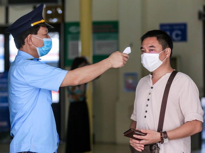 CLIP: Ngày đầu tiên mở bán vé tàu tuyến Bắc-Nam và Hà Nội-Hải Phòng - Ảnh 3.