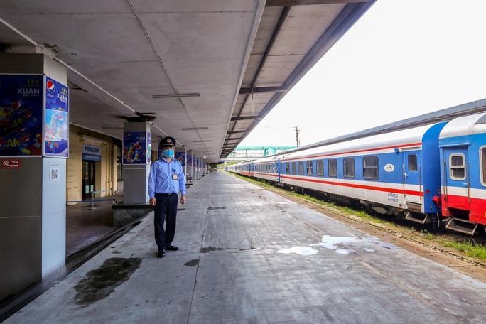 CLIP: Ngày đầu tiên mở bán vé tàu tuyến Bắc-Nam và Hà Nội-Hải Phòng - Ảnh 11.