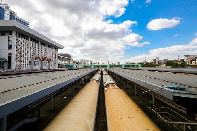 CLIP: Ngày đầu tiên mở bán vé tàu tuyến Bắc-Nam và Hà Nội-Hải Phòng - Ảnh 2.