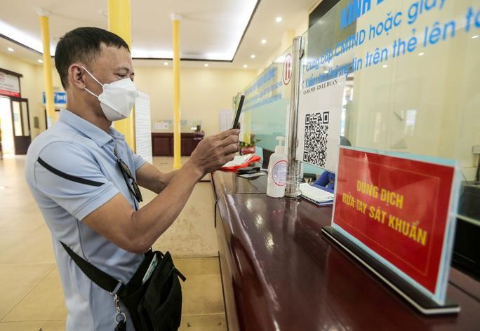 CLIP: Ngày đầu tiên mở bán vé tàu tuyến Bắc-Nam và Hà Nội-Hải Phòng - Ảnh 5.