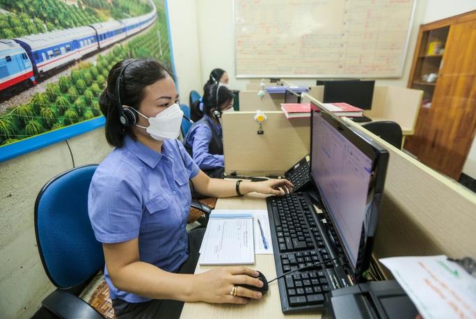 CLIP: Ngày đầu tiên mở bán vé tàu tuyến Bắc-Nam và Hà Nội-Hải Phòng - Ảnh 10.