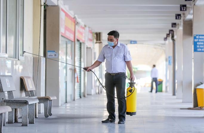 CLIP: Nhiều bến xe khách liên tỉnh nhộn nhịp lau dọn, chờ đón khách trở lại - Ảnh 8.