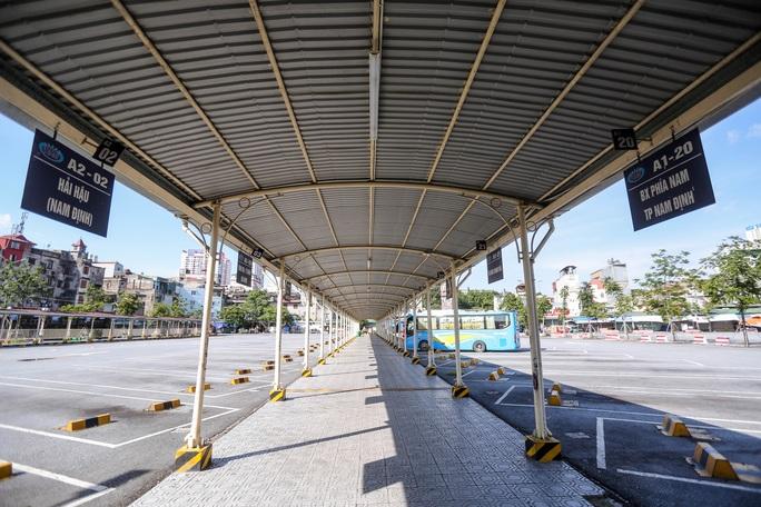 CLIP: Nhiều bến xe khách liên tỉnh nhộn nhịp lau dọn, chờ đón khách trở lại - Ảnh 7.
