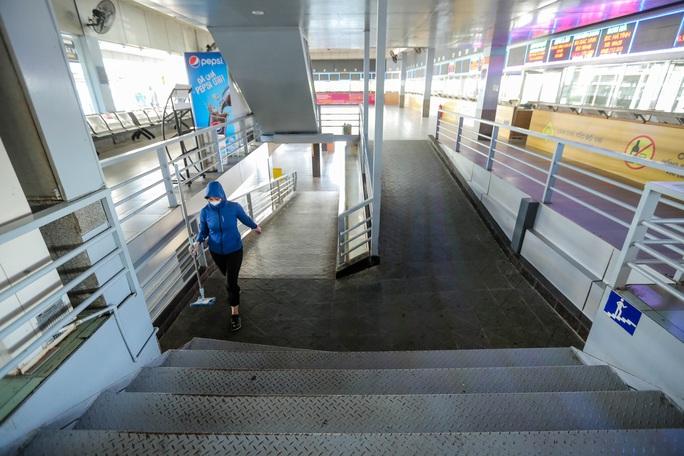 CLIP: Nhiều bến xe khách liên tỉnh nhộn nhịp lau dọn, chờ đón khách trở lại - Ảnh 12.