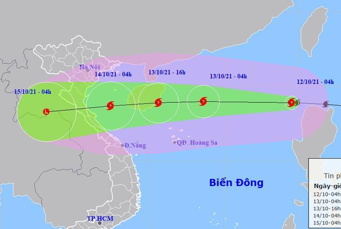 Bão số 8 vào Biển Đông, giật cấp 13 hướng vào miền Trung - Ảnh 1.