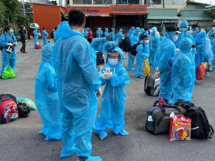 Bình Định tổ chức thêm 25 chuyến xe miễn phí đón công dân từ TP HCM về quê - Ảnh 2.