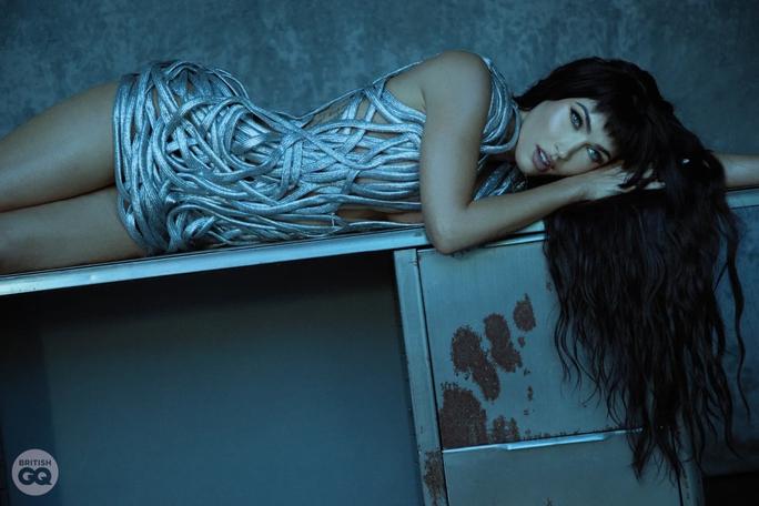 Minh tinh Megan Fox khỏa thân trên tạp chí - Ảnh 6.