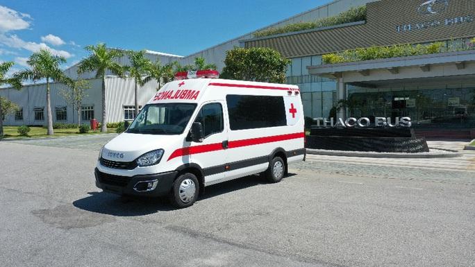 THACO tặng thành phố Hà Nội 300.000 kit test nhanh và 30 xe cứu thương - Ảnh 1.