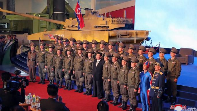 Quân đội Triều Tiên xuất hiện siêu anh hùng - Ảnh 1.