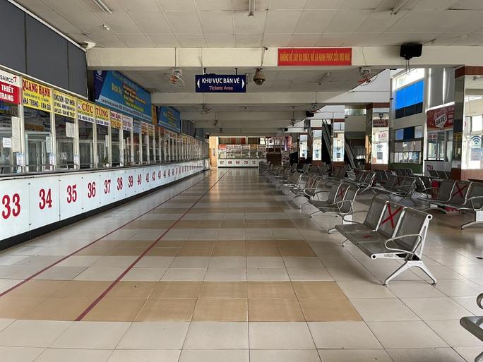 Cận cảnh ngày đầu mở cửa bến xe khách ở TP HCM - Ảnh 5.